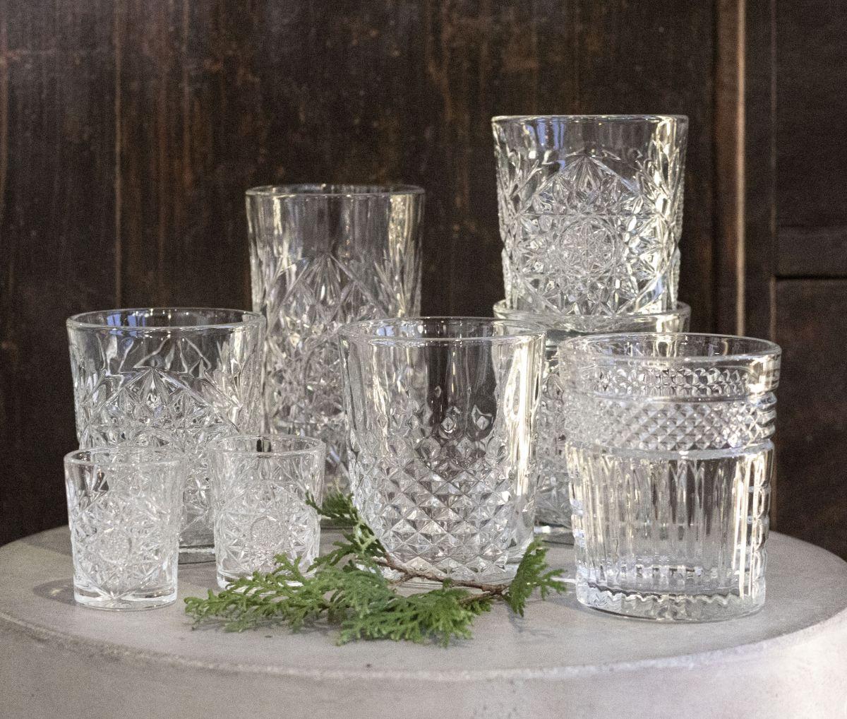 lasilevy pöytään